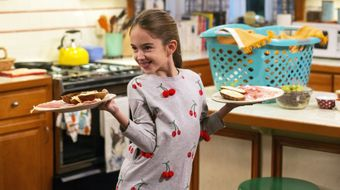 Assistir American Housewife T3E23 A Mom's Parade no Sony Channel HD 19/04/2021 às 07:00