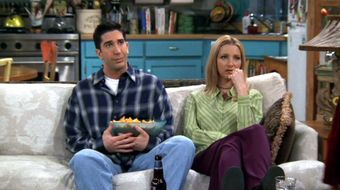Assistir Friends T3E19 The One With the Tiny T-Shirt no Warner HD 25/05/2020 às 12:04
