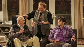 Assistir Two and a Half Men T11E2 I Think I Banged Lucille Ball no Warner HD 25/05/2020 às 06:24